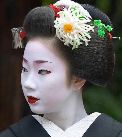 Elle s\u0027est faite à l\u0027image de la femme parfaite, l\u0027incarnation de la  culture japonaise et du raffinement,